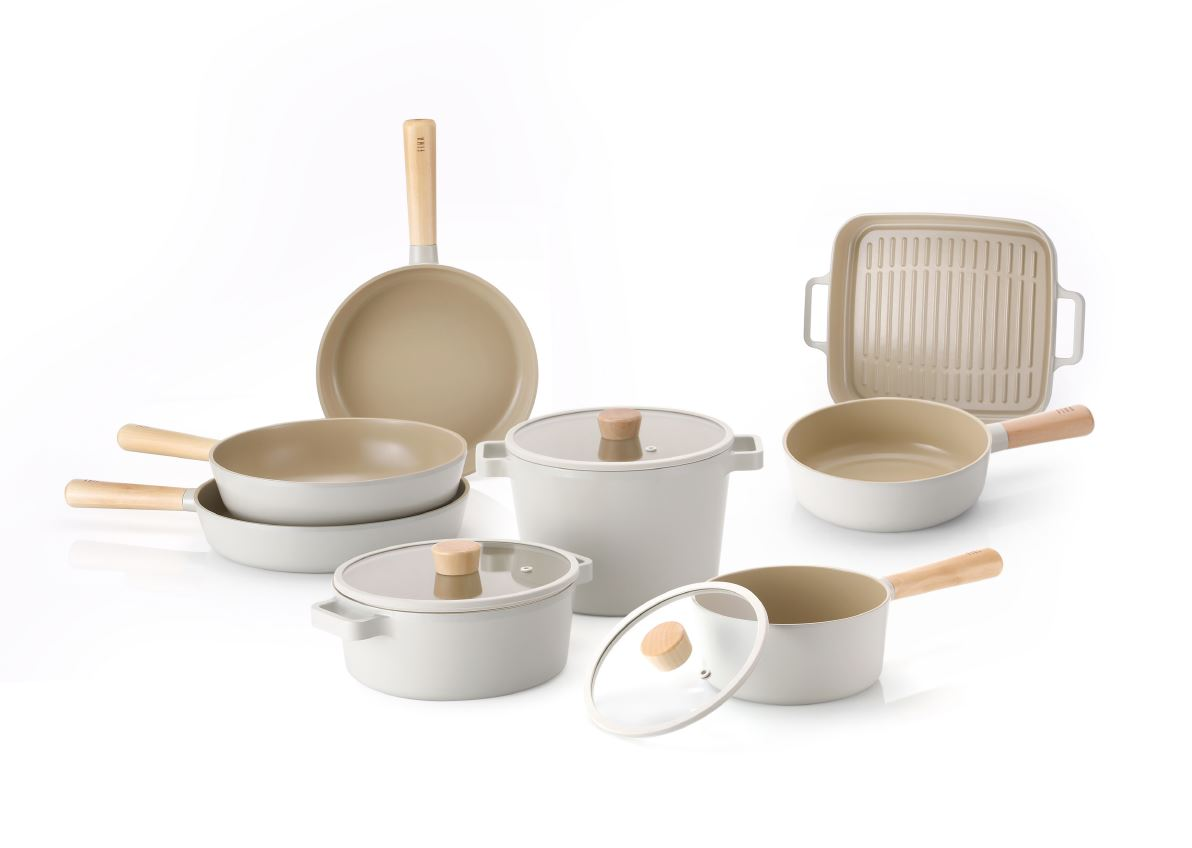 <span><b>[Award]</b></span><em>FIKA, Winner of reddot design award</em>FIKA won the reddot Design Award <br>in the Product design category.